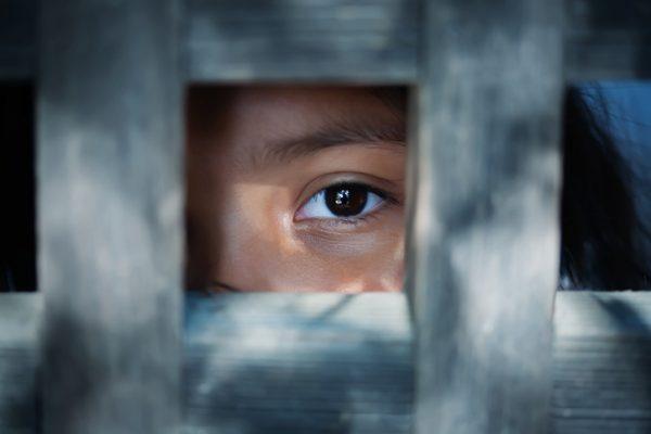 Exploração sexual e tráfico de mulheres e crianças