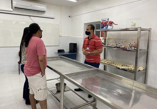 Alunos visitam laboratórios do curso de Medicina Veterinária da Florence