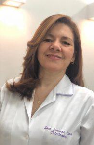 Professora doutora do curso de Odontologia Luciana Lima