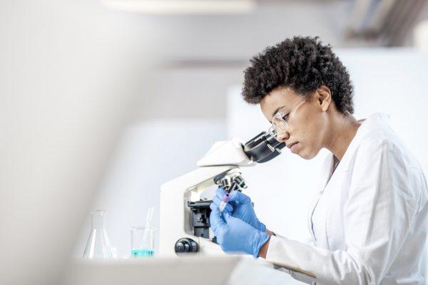 Dia do Biomédico: conheça a importância da profissão