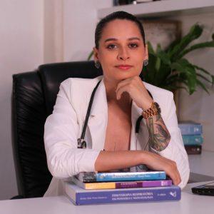 Fisioterapeuta Nelmar Mendes, professora das disciplinas de Atenção fisioterapêutica em Neurologia e Atenção fisioterapêutica em Saúde Coletiva.