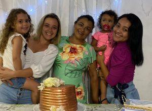 Ismênia Araújo, aluna de Enfermagem e mãe da Ana e da Tacila.