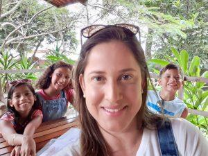 Profa. Marina, mãe da Juliana, da Mariana e do João Henrique.