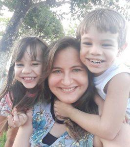 Profa. Vanessa Uchoa, mãe da Maria e do Thobias.